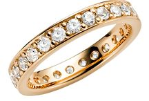 Vigsel & Förlovningsringar / Här visar vi på Blingit.se upp massor av snygga vigsel och förlovningsringar som finns att köpa hos oss.