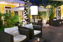Our tropical courtyard by night / We have a cosy tropical courtyard with plungepool