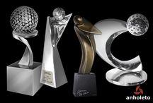 Troféus de Golfe / #trofeusdegolfe #trofeusgolfe #trofeusgolf #golftrophies #trofeusholeinone #holeinone #golfe #golf #trofeugolfistas #trofeubandeira #trofeuduplas #trofeuboladegolfe #trofeubolagolfe #medalhadegolfe #medalhasgolf #placasdehomenagem #tee #bolagolfe #trofeuspraabertos #abertodegolfe