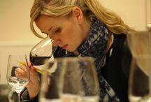 Notre comité de dégustation / 80% des Français estiment qu'il est important de s'informer avant d'acheter du vin ou du champagne ! Les attentes majeures de nos clients et visiteurs sont simples :  - trouver des informations sur les produits. - être conseillé sur les accords mets et vins. - acheter en ligne directement.  Notre équipe constituée de professionnels de la gastronomie et du vins est là pour vous aiguiller, vous proposer des vins dégustés avec attention et vous apporter un maximum d'informations.
