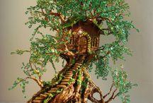 huisje boom en trap er naar