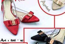 Ferragamo import / Sepatu dan sandal Ferragamo  import hongkong   ukuran standar asia, jadi sama dengan ukuran yang biasa di pakai   Pemesanan harap cantumkan ukuran, warna dan gambar   yang mau selalu update bisa follow instagram @artatishine  Peminat serius hub  hp/wa/line 087825743622