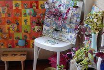 GIARDINI VERTICALI / Piccoli contenitori vari (yogurt,gelati...) incollati su legno o tela e decorati con tecnica decoupage e pittura acrilica