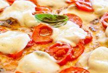 """Traditional Italian Food / """"Mangiare è una necessità. Mangiare intelligentemente è un'arte."""" I piatti tipici italiani regione per regione, dalla Val d'Aosta alla Sicilia"""
