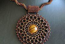 B_izziland bead embroidery
