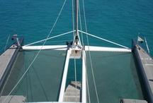 En Mer sur les Multicoques / Nous fabriquon sur mesure des filets, toiles et trampolines pour multicoques (catamarans, trimarans...) Découvrez le monde du nautisme en images !