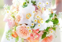 Bridal bouquets / We are totally in love with these beautiful wedding flowers. What will you be having?