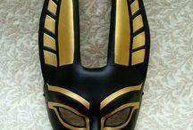 Masky, šperky, doplňky a vlasy