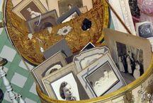 Malas e recordações. / Malas que vão ,malas que se perdem, malas de mãos em mãos, malas que ficam guardadas para sempre cheia de recordações, outras param no lixo!