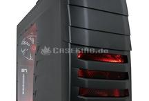 CM Storm PC-Gehäuse / Ein Sturm zieht auf und wird die Landschaft der Gaming-Hardware gehörig durcheinander wirbeln. Die Ursache: CM Storm! Hierbei handelt es sich um eine Submarke des bekannten Edelherstellers Cooler Master, die mit ihren innovativen Produkten vor allem auf die Ansprüche von Spielern ausgerichtet ist. Aus dem reichen Fundus und gewaltigem Know-How der großen Mutter schöpfend, bietet die Marke zunächst eine Palette von speziellen Gaming-Gehäusen.