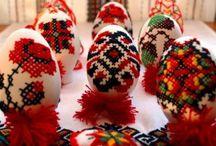 Αυγά κεντημένα. / Ενας ασυνήθιστος τρόπος διακόσμησης των αυγών,με σταυροβελονιά και ανεβατή βελονιά.Η φίλη μας απο την Ρωσία μας εξέπληξε.http://samodelka.net/blog/krasota/1347.html