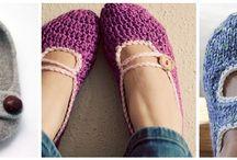 Knitting / by Kammile Watt