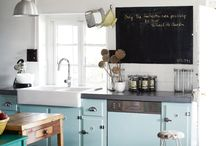 Küchen / Was gibt es Gemütlicheres als schöne Küchen? Wir lieben zwar unsere eigene, freuen uns aber schon, irgendwann die Küche in unserem eigenen Haus einzurichten. Dafür sammeln wir hier Küchen Inspirationen.