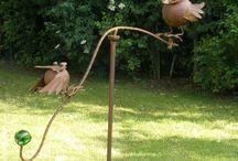 tuin en aanverwante spullen / mooie ornamenten / tuinmeubelen / hebbedingen voor in en om de tuin