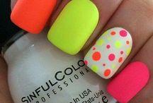 neon körmöcskék
