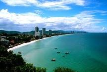 Hua Hin am Golf von Siam / Hua Hin ist eine beliebte Küstenstadt am Golf von Siam. Sie ist 160 km südlich von Bangkok entfernt. Hier kann man den Sonnenaufgang, schöne Strände, Nationalparks, Natur, kulturelle Sehenswürdigkeiten und Attraktionen genießen. Mehr: http://www.kombiurlaub.eu/thailand  #thailand #hua_hin #golf_von_siam