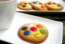 Galletas con Lacasitos / Galletas con Lacasitos fácil receta casera , paso a paso.  http://www.golosolandia.com/2014/08/galletas-con-lacasitos.html