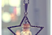 Star Vial Bottle Necklace, with glitter gel. Mini Glass Vial necklace. €9,99, via Etsy