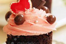 Cakes/Cupcakes / by Nicole Kapp