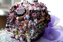 jewelled style Brooch Bouquets / www.facebook.com/hbwedding