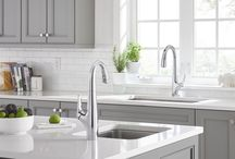 Avery Kitchen Faucet / With its fluent bottle shape design, Avery is versatile and elegant, yet harnesses the latest in advanced technology, offering a hands-free faucet that makes kitchen chores a breeze.