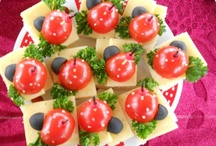 """Рецепты блюд с помидорами / Сегодня невозможно представить, что еще двести лет назад Европа толком не знала, что такое помидоры и с чем их едят. Помидор в переводе - """"золотое яблоко"""", видимо, потому что первые томаты в Европе были желтыми. Большинство современных сортов красные, но эпитет """"золотой"""" им в метафорическом смысле вполне подходит. В конце концов, не все то золото, что блестит."""