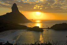 Crepúsculo / Até o sol com sua grandeza se põe e deixa a lua brilhar ... / by Gislene Silva