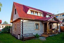 Semesterstugor i Polen - Vacation cottages in Poland / Mysigt boende på bästa läge! Våra semesterstugor från Novasol är tillgängliga året om, såväl i Västpommern som i övriga Polen. Här kan du verkligen planera en semester efter eget önskemål. Vill du bo intill en sjö, vid havet, i skogen eller på landet - med tusentals hus i hundratals olika lägen finns det med största säkerhet ett erbjudande som passar dig.  Och kom ihåg: när du hyr ditt hus eller lägenhet genom Unity Line så får du dessutom 35% rabatt på färjeresan.