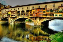 Ponte Vecchio / Florence's famous bridge, frequented by Dante as he pined for his lovely Beatrice. Also home to butchers and more recently jewelers. Also the passage way of Cosimo de Medici as he made his morning commute to his offices in the Uffizi!