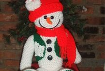 Christmas Holiday Crochet Patterns / A collection of Christmas and winter themed crochet patterns from Maggie's Crochet.   Patterns include; ornaments, trees, doilies, tree skirts, afghans, snowmen and snow ladies too!