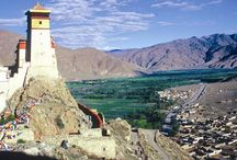 Trekking in Tibet / Tibet is known as the Top/Roof of the World. It is at an elevation of 4900 meters or 16000 feet. This is the reason why it is known as the Roof of the World. Tibetan Plateau and Himalayas had more complicated formation than was thought