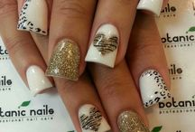 nails / by Michelle Govoreau