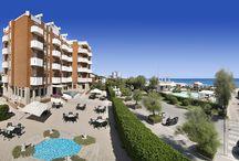 Benvenuti all'Hotel Continental di Fano! / Hotel con vista mare a 20 metri dalla spiaggia principale di Fano (Marche, Italy). Situato sul viale che costeggia il mare, in posizione gradevole e tranquilla, l'Hotel Continental è da decenni impegnato a garantire la massima cura e attenzione ai suoi ospiti.