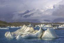 Islandia /// Iceland / En Islandia, todas los parámetros de belleza natural en un paisaje parecen ponerse en entredicho. En el medio de un valle gélido, el agua de un lago puede estar a punto de ebullición. En una playa solitaria, la arena puede ser más negra que la noche. Los paisajes de #Islandia, son tan increíbles, que parecen de otro planeta.