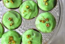 Recipes { Cupcakes } / by Charmios