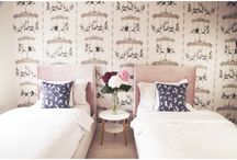 Girls Modern Bedroom Ideas / Lots of ideas to create a modern look and feel in your girls bedrooms.