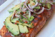 salmón con salsa de aguacate