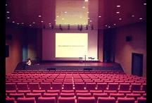 """MICD12 / El dia 4 de desembre de 2012 a les 18:00 es durà a terme a l'Auditori del Tecnocampus Mataró-Maresme, la PRIMERA TROBADA AMB ESPECIALISTES DE MÀRQUETING I COMUNITATS DIGITALS. Aquestes trobades s'organitzarant periòdicament com a part de les activitats del nou Grau de Màrqueting i Comunitats Digitals, que s'imparteix a l'Escola Universitària del Maresme des del mes de setembre de 2012.   El tema a tractar en aquesta primera trobada serà """"EL MÓN DIGITAL: HEU CANVIAT AL MÀRQUETING?"""""""