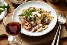 Nudeln und Pasta / Mit diesen vielfältigen Gerichten kannst du dir ein Stückchen mediterrane Küche nach Hause holen. Hier findest du nicht nur beliebte Pasta-Klassiker sondern auch ausgefallenere Nudel-Rezepte.