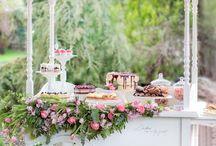Naša kvetinová dekorácia Candy baru / Candy bar: www.kvalitnetorty.sk Foto: Nikoleta Mackovjak photography Editoriál pre :Časopis Svadba