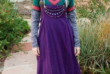Roupas típicas (clothes typical) / Roupas tradicionais de cada país.