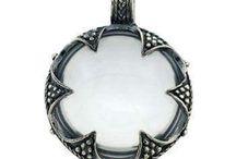 Vedhæng med Gotlandsk krystal i sølv / Vedhæng i sølv med Gotlandsk krystal, kopi af fund