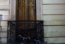 La bicicleta y la arquitectura. Bicycle and architecture. / La bicicleta en el entorno de los edificios