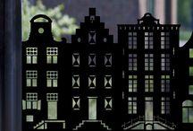 """Statisch hechtende raamfolie """"Aan de Amsterdamse Grachten /  Statisch hechtende raamfolie """"Aan de Amsterdamse grachten"""" Verkrijgbaar in verschillende hoogtes en lengte  t/m 250cm. breed"""