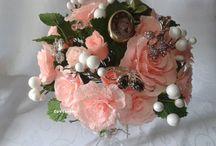 BOUQUETS AND FLOWERS MADE crepe paper and ribbons / Bukiety okolicznościowe,kwiaty,dekoracje wykonane z wstążek i krepiny.- moje prace