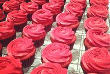 The CCC | Valentine's Day Cupcakes / Love is always in the air at The CCC but especially when we bake these Valentine's Day Cupcakes! #valentinesday #roses #flowers #cupcakes #love