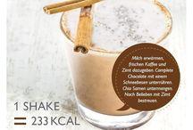 Gesunde Mahlzeit zum trinken / Es ist nicht einfach bei einem so großen Markt das Richtige zu finden! Wichtig ist  ✨ natürliche hergestellt ✨ Vegan ✨ lactose frei ✨ liefert dem Körper 15 vers Obst & Gemüse Sorten  ✨ niedriger Glykämischer Index ✨ ohne Konservierungsstoffe!! muss somit nach dem öffnen auch kühl gelagert werden  ✨ mit fettarmer Milch gerechnet nur 220kcal, mit pflanzlicher Milch dementsprechend weniger :)   Aaach & super lecker