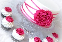 Cakes/Cupcakes / Many different cakes and cupcakes...great to get ideas from!
