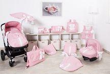 Babyuitzet voor onderweg / Complete babyuitzetten voor onderweg bestaande uit Maxi-Cosi hoes, wandelwagenhoes, diverse luiertassen, parasol en meer.