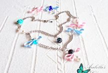 Set of jewelry composed of earrings and necklace, with ribbons, bows, crystals, pearls, rose quartz